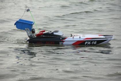 Радиоупрабвляема лодка за захранка и риболов катамаран
